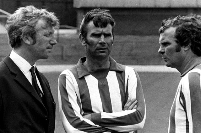 Sheffield Wednesday legend Peter Swan, centre, has died at the age of 84.