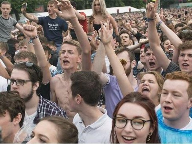 Fans at the front know all the words to the songs as Stereophonics play Tramlines at Hillsborough Park in 2018