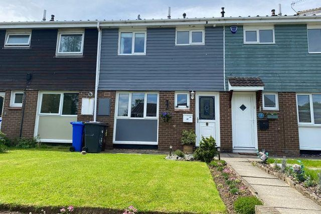 With a guide price of £215,000, this 3 bed terraced house in Aldam Croft, Totley, fits the average budget of house hunters in Sheffield. It is being marketed by Staves and for details visit https://www.zoopla.co.uk/for-sale/details/58856347/?search_identifier=d3e2d931ee0b2599a3335d011e0b842b