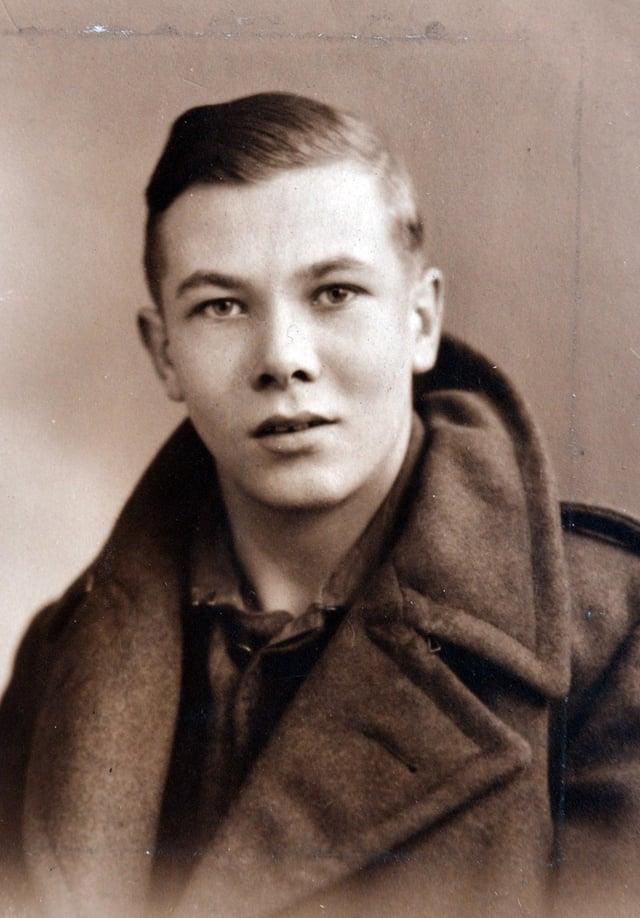 Copy picture of D-Day veteran Albert Holmshaw