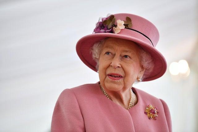 SALISBURY, ENGLAND - OCTOBER 15: Britain's Queen Elizabeth II (Photo by Ben Stansall - WPA Pool/Getty Images)