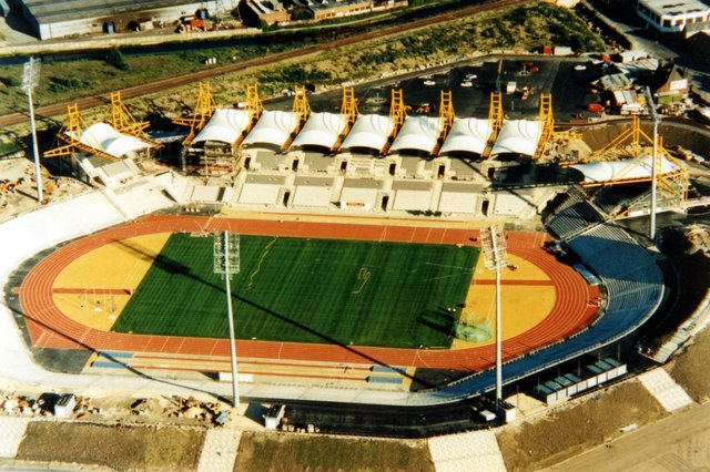 An aerial view of Don Valley Stadium, built for the World Student Games, with Worksop Road visible top right. Opened in 1990, demolished 2013. Ref no: t05198