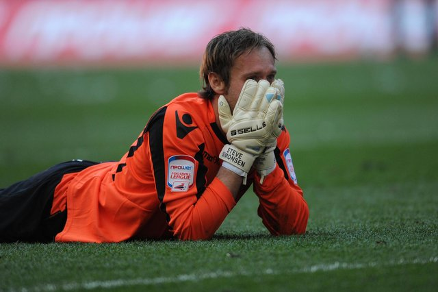Steve Simonsen reacts after his penalty miss in the 2012 League One play-off final at Wembley: © BLADES SPORTS PHOTOGRAPHY