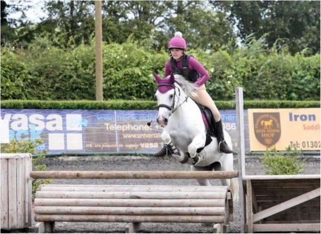 Alyssia goes for glory on board Mara. (Photo: Jump For It)