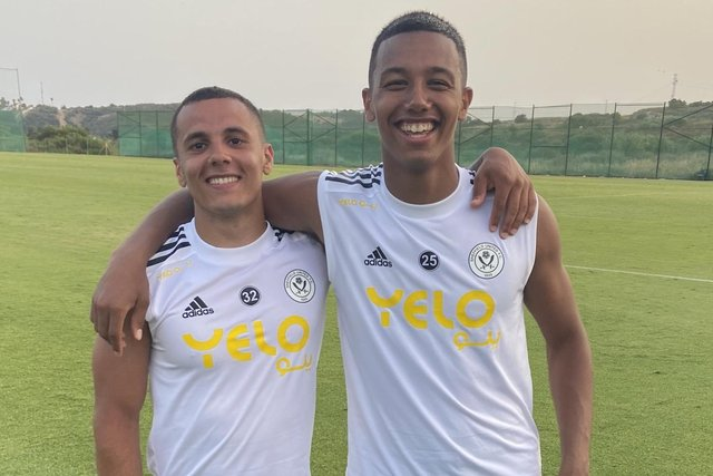 Brothers Tyler Smith and Kyron Gordon played in United's first pre-season friendly at the weekend - Sheffield United