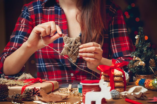 Making DIY decorations is a great way to have a more eco-friendly festive holiday
