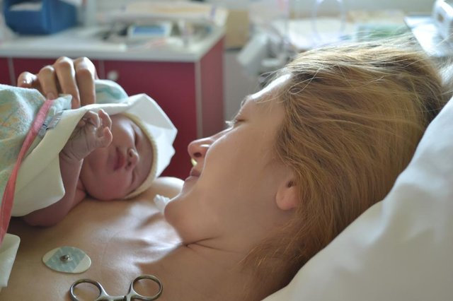 The first moments of mother and newborn after childbirth