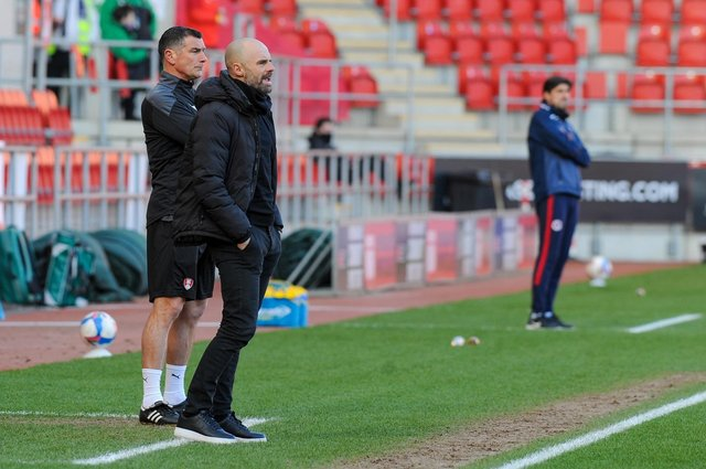 Rotherham United manager Paul Warne has told his players to stay away from looking at the league table
