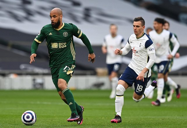 David McGoldrick of Sheffield United is put under pressure by Giovani Lo Celso of Tottenham Hotspur (Photo by Shaun Botterill/Getty Images)