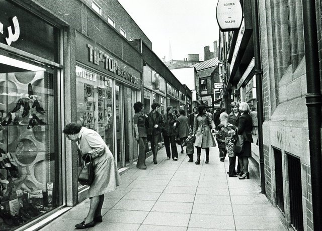 A much livelier scene on Chapel Walk in 1975 - shoes are still drawing somebody's attention, though