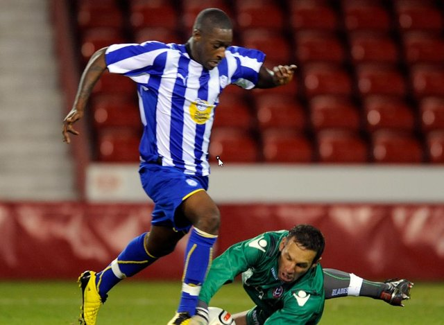 Former Sheffield Wednesday striker Nathan Modest has joined Carlton Palmer at Grantham Town.