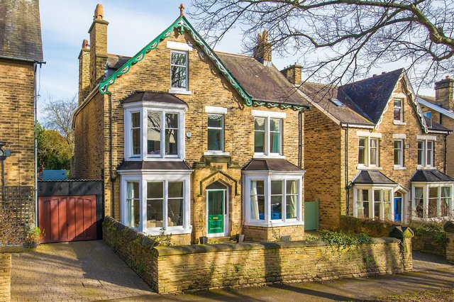 Thornsett Road is a quiet street in between Sharrow Lane and Montgomery Road. Number 24 is between the junctions of Agden Road and Priory Road, a popular location which falls within the Nether Edge Conservation Area and Kenwood Character Area.