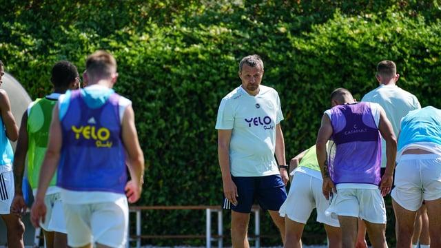 Slavisa Jokanovic with his squad in Spain