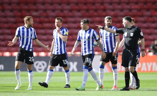 Sheffield Wednesday players around the referee against Watford. (David Klein/Sportimage)