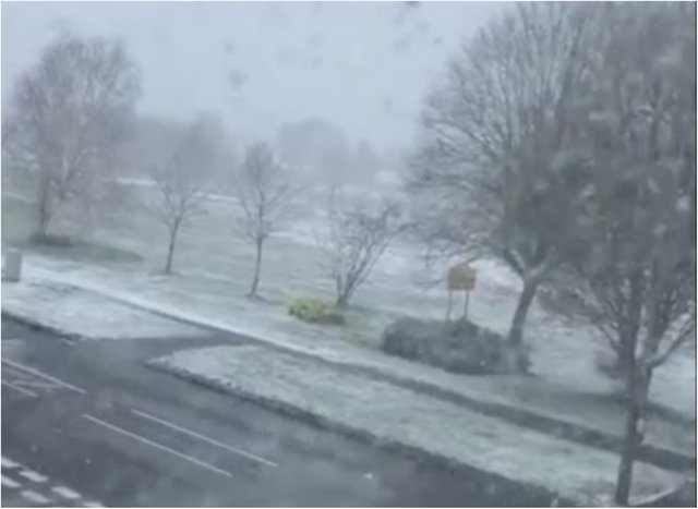 Snow in Dronfield Woodhouse this morning