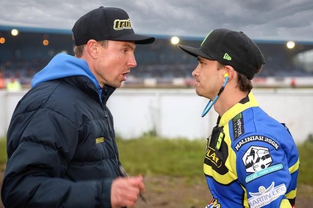 Sheffield boss Simon Stead talks to Jack Holder. Picture: Jeff Davies