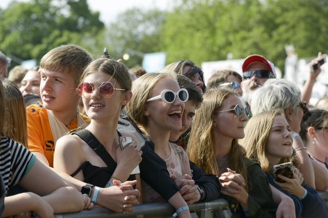 Crowds enjoy watching Miles Kane on the mainstage in Hillsborough Park during Tramlines 2019