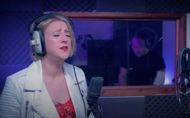 Lindsay Dracass in the recording studio (pic: Lindsay Dracass/YouTube)