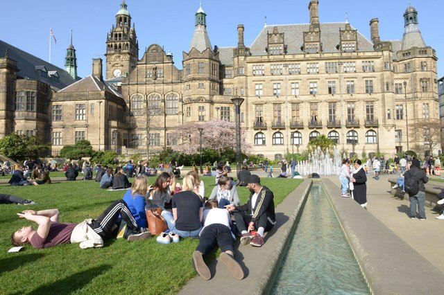 Temperatures in Sheffield are set to peak this weekend, as people can enjoy a summer heatwave with temperatures reaching almost 30C and plenty of sunshine, according to the Met Office.