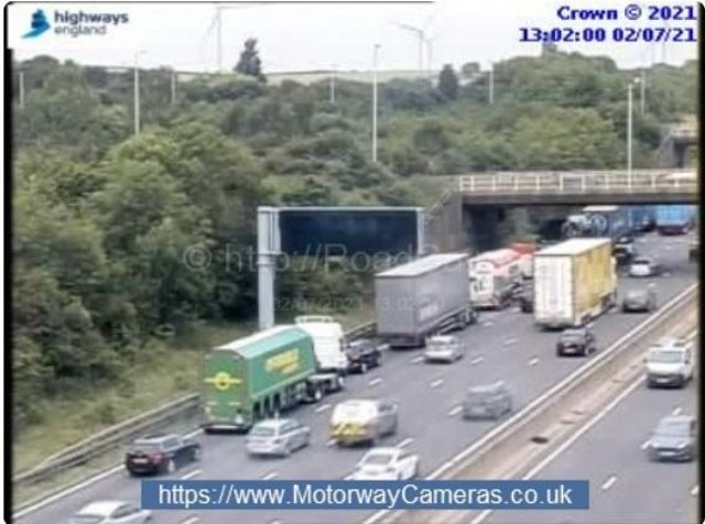 A truck has stalled on the M1 Southbound near Junction 31.