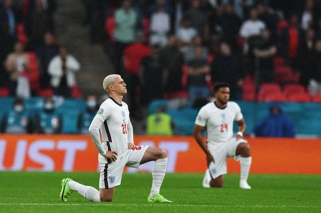 Players kneel down against racism before the UEFA EURO 2020 Group D football match between England and Scotland at Wembley Stadium in London on June 18, 2021. (Photo by JUSTIN TALLIS / POOL / AFP) (Photo by JUSTIN TALLIS/POOL/AFP via Getty Images)