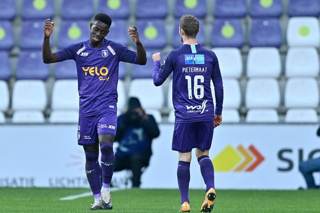 Ismaila Coulibaly, on loan from Sheffield United to Belgian side Beerschot, celebrates after scoring during a 1-1 draw with Gent. Photo: JOHAN EYCKENS/BELGA MAG/AFP via Getty Images.