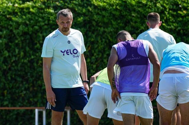 Slavisa Jokanovic speaks to his players on their pre-season camp in Spain (Sheffield United)