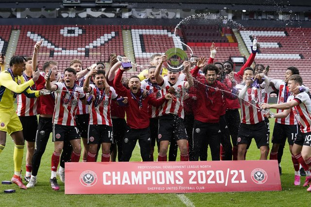 Champions! Sheffield United's U23ss lift the PDL North trophy at Bramall Lane: Andrew Yates / Sportimage