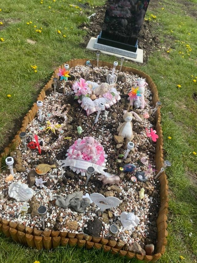 Imogen Harrison's grave at City Road Cemetery before the lights were stolen