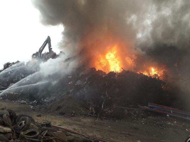 The huge scrap metal fire on Carlisle Street in Burngreave, Sheffield (pic: South Yorkshire Fire and Rescue)