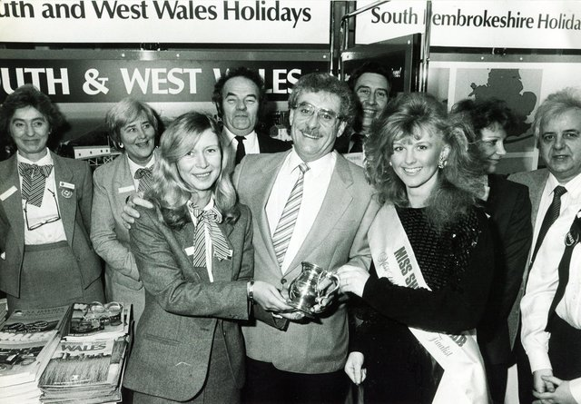 City-born comedian and actor Bobby Knutt is pictured with Miss Sheffield at the 1986 travel and holiday exhibition