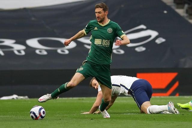 Chris Basham of Sheffield United intercepts Harry Kane of Tottenham: David Klein / Sportimage