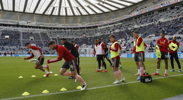 Oliver Norwood warms up with his team mates last season: Darren Staples / Sportimage